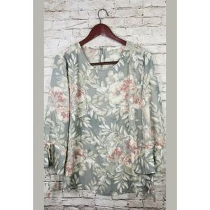 Violet & Claire Blouse  Bell Sleeves Floral sz XL